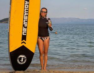 Не губи време! Ирина Тенчева посрещна рожден ден върху дъска в морето!